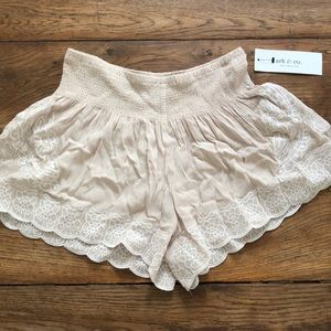 NWT Crinkle gauze scalloped shorts